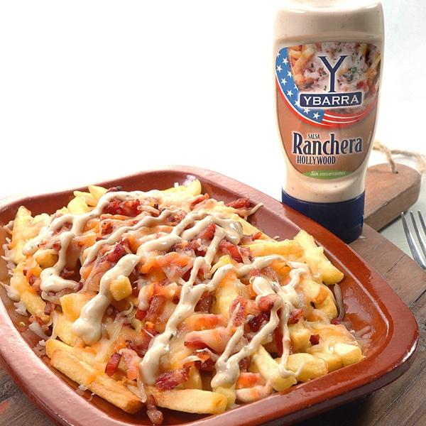 receta de patatas-bacon-queso-salsa hecha con Bote de salsa Ranchera Hollywood Ybarra 250ml